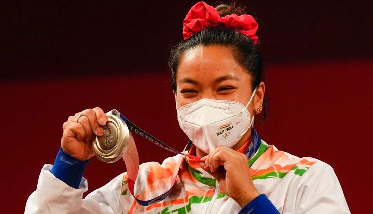 Tokyo Olympic : 5 फुट की भी नहीं हैं चानू, पर रजत जीत बढ़ा दिया पूरे देश का कद, जानें संघर्षभरी कहानी