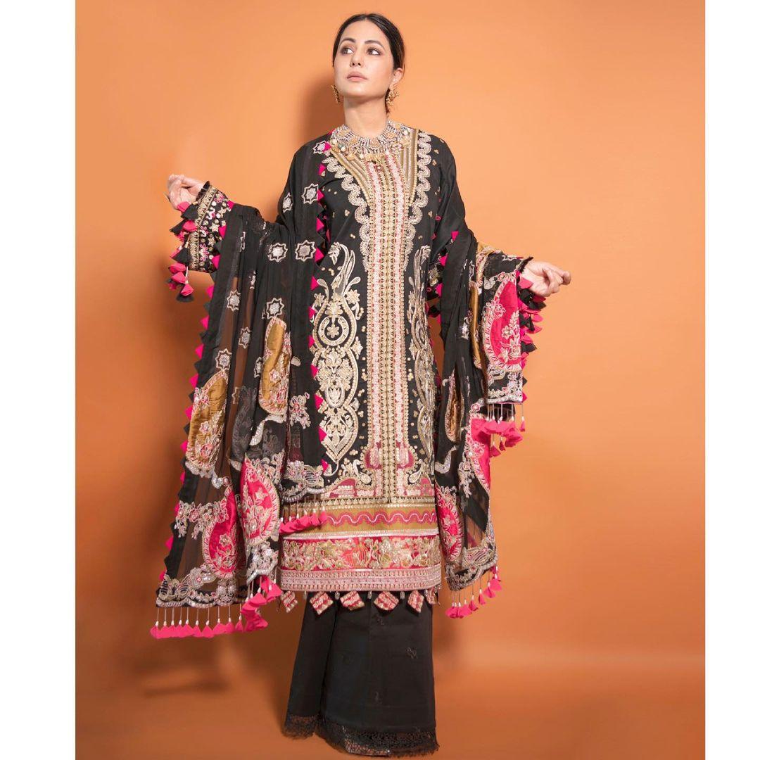 fashion tips,celebrity fashion,hina khan fashion,heavy embroidered kurta ,फैशन टिप्स, सेलेब्रिटी फैशन, हिना खान फैशन, पाकिस्तानी लिबास