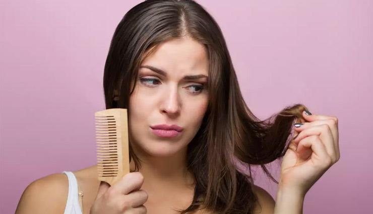 लगातार झड़ रहे हैं बाल, गंजा होने का खतरा! ये होते हैं कारण और इन उपायों से होगा समस्या का निपटारा