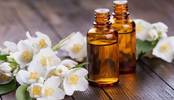 चेहरे की चमक को बरकरार रखे चमेली का तेल, त्वचा की हर समस्या के लिए है जबरदस्त औषधि!