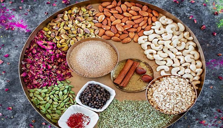 thandai,thandai recipe,summer,hot,milk,thandai taste,almond,cashew nut,cardamom,kesar,pista,thandai easy recipe,thandai fast recipe,recipe in hindi ,ठंडाई, ठंडाई की विधि, गर्मी, गरम, दूध, ठंडाई का स्वाद, बादाम, काजू, इलायची, केसर, पिस्ता, ठंडाई की आसान रेसिपी, ठंडाई की तेज रेसिपी, हिन्दी में रेसिपी