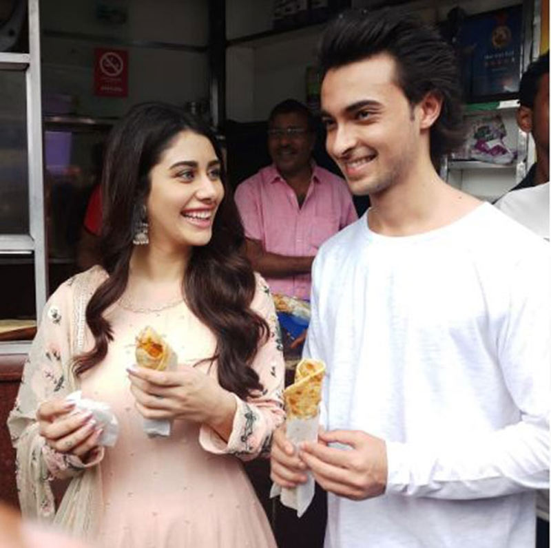 loveratri,aayush sharma,warina hussain,kolkata,entertainment news,movie promotion