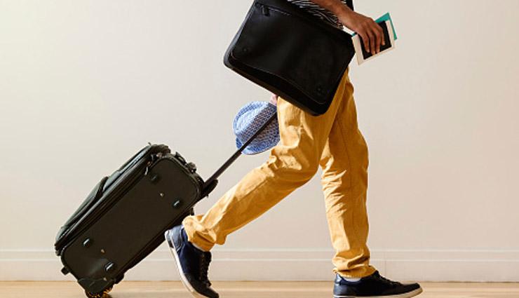 एअरपोर्ट पर ये चीजें पहन कर जाना आपको डाल सकता है मुसीबत में