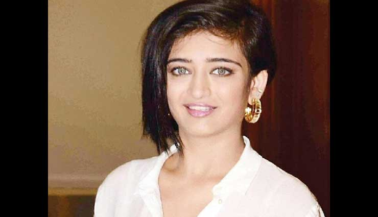 PICS- Akshara Haasan's private pictures go viral on social media
