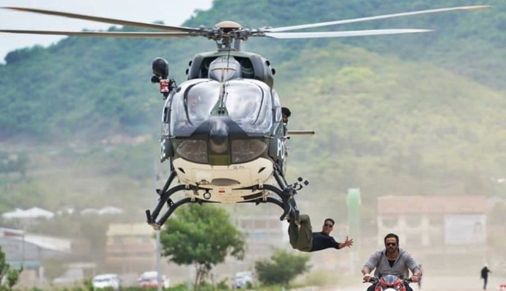 Akshay Kumar 'casually hangs' from a helicopter for 'Sooryavanshi'