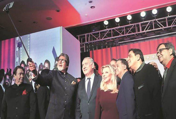 benjamin netanyahu,amitabh bachchan,israel pm,bollywood,entertainment ,बेंजामिन नेतन्याहू,अमिताभ बच्चन,इजरायल के प्रधानमंत्री कि अमिताभ बच्चन के साथ सेल्फी