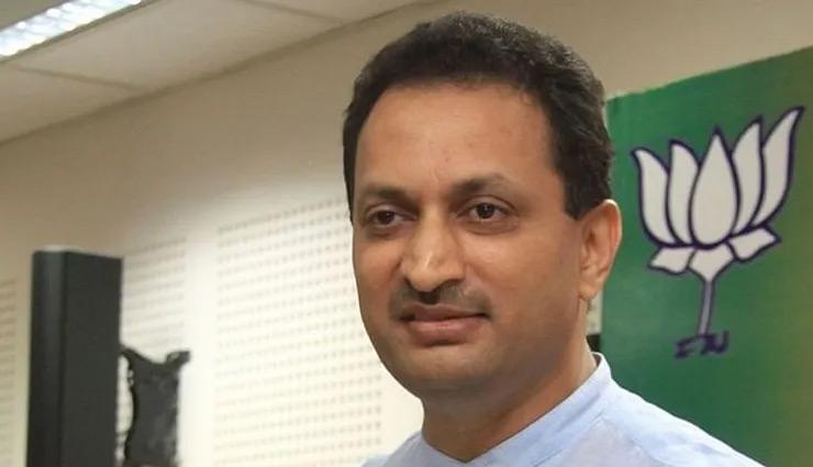 40,000 करोड़ रुपये का फंड ट्रांसफर करने के लिए CM  बने थे फडणवीस : BJP सांसद
