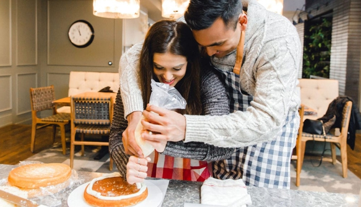 ways to celebrate anniversary at home,romantic ways to celebrate anniversary,home celebration tips,couple tips,relationship tips