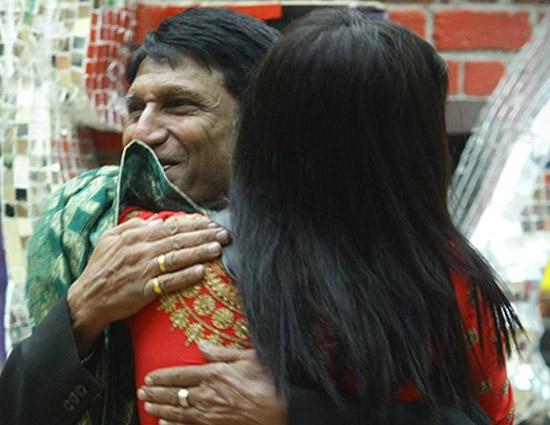 बिग बॉस 11 : पिता के जातें ही अर्शी खान ने शिल्पा शिंदे को लगाई लताड़, कह डाली यह बात
