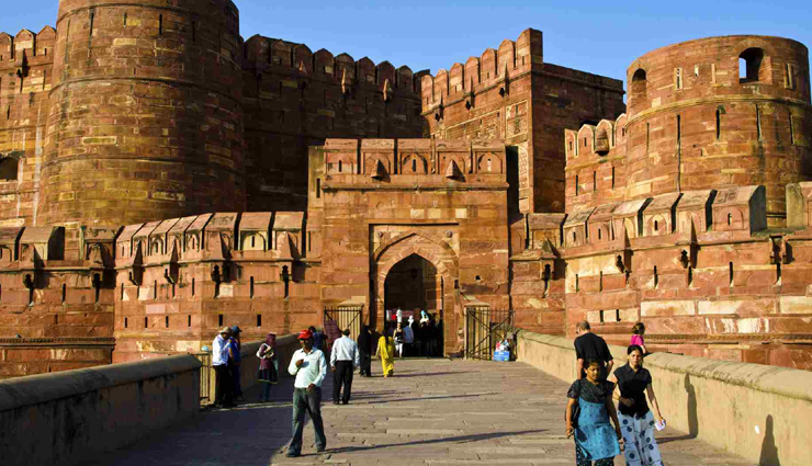 attractions of agra,places to visit in agra,agra tourism,taj mahal,tombs in agra