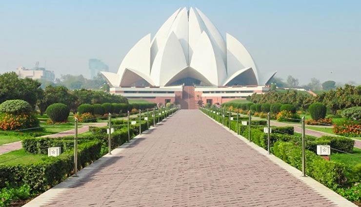 iconic attractions,iconic attractions in delhi,delhi,red fort,lotus temple,akshardham temple,qutub minar,india gate