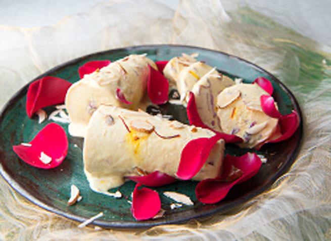 badam aur gulkand ki kulfi,kulfi recipe,ice cream recipe