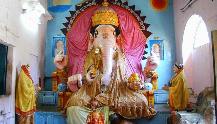 Ganesh Chaturthi 2018 : रहस्यों से भरपूर है बप्पा का 'बड़ा गणेश मंदिर', जाना जाता है अपनी प्रतिमाओं के लिए