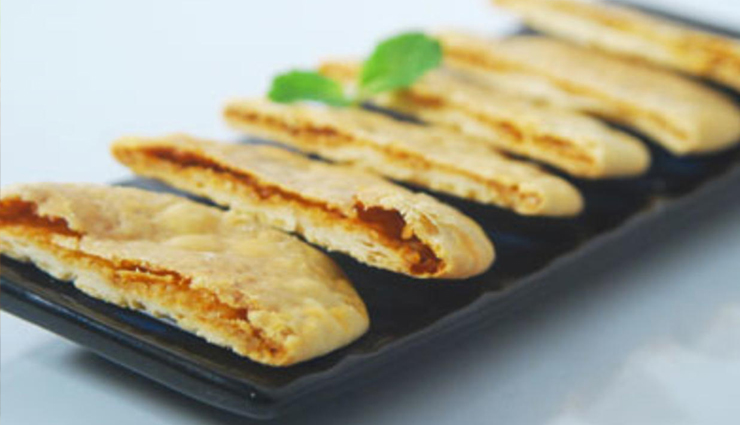 Recipe- This Monsoon Treat Your Hunger With Baked Kachori