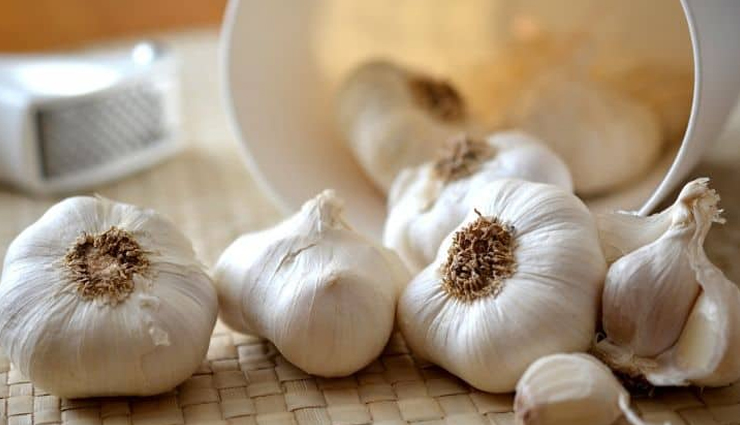 onion juice,eggs,garlic juice,aloe vera gel,amla,chinese hibiscus,home remedies,home remedies for baldness,baldness,beauty tips,hair care tips