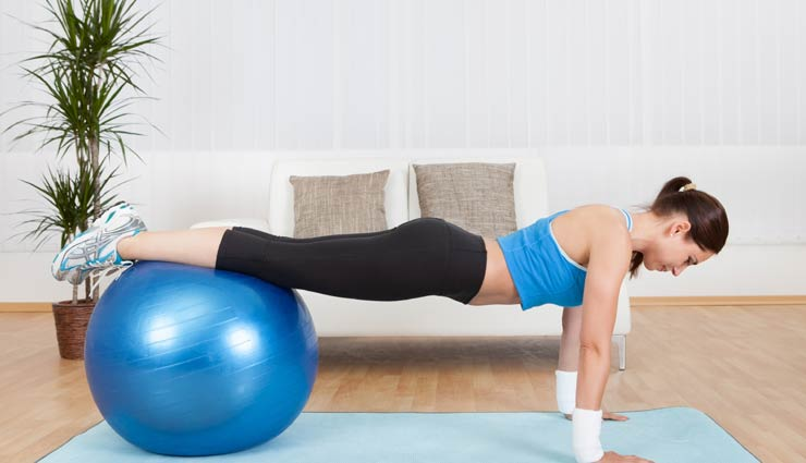5 Ball Exercises For Tonned Abs