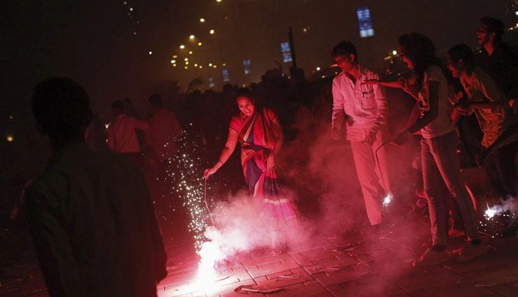 कहीं दिवाली के पटाखे ना छीन ले आपके आँखों की रौशनी, बरते ये सावधानियाँ