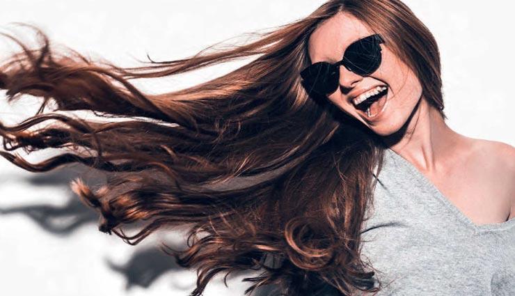सर्दियों की शुरुआत के साथ ही इस तरह करें बालों की देखभाल, बनी रहेगी इनकी चमक