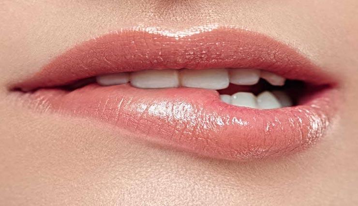 मेकअप बनाएगा आपके होंठो को सुंदर, आजमाए ये कारगर टिप्स