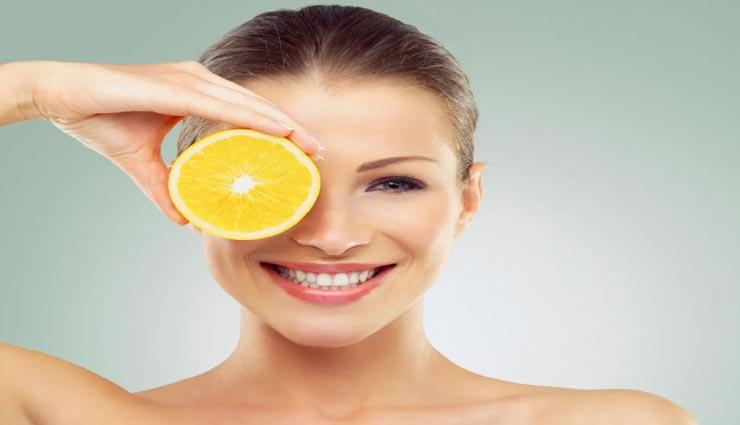 त्वचा की चमक को बढ़ाने का काम करेंगे बेकार पड़े फलों के छिलके, जानें इस्तेमाल का तरीका