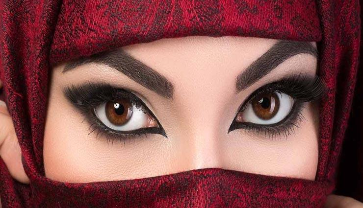 दूसरों की नजरों को आकर्षित करता हैं आपकी आँखों का काजल, जानें इससे जुड़े टिप्स