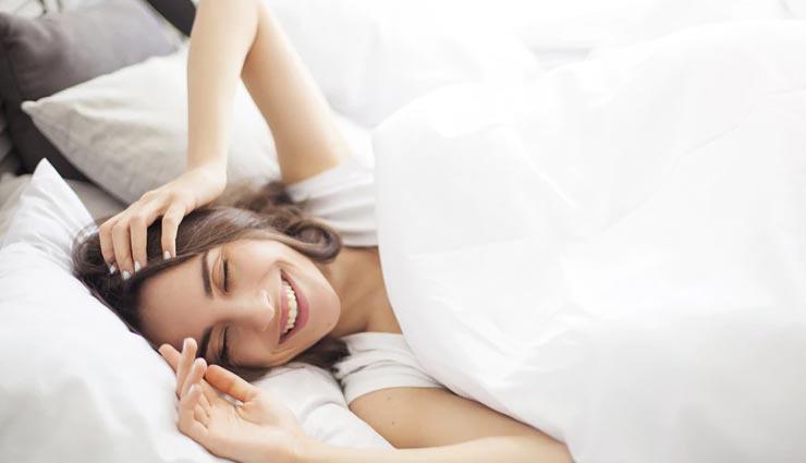 बेडरूम की बेडशीट का कम्फर्टेबल होना बहुत जरूरी, चुनाव करते समय रखें इन बातों का ध्यान