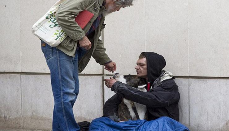 beggar,high tech beggar,weird story ,हाईटेक भिखारी,अजब गजब खबरे