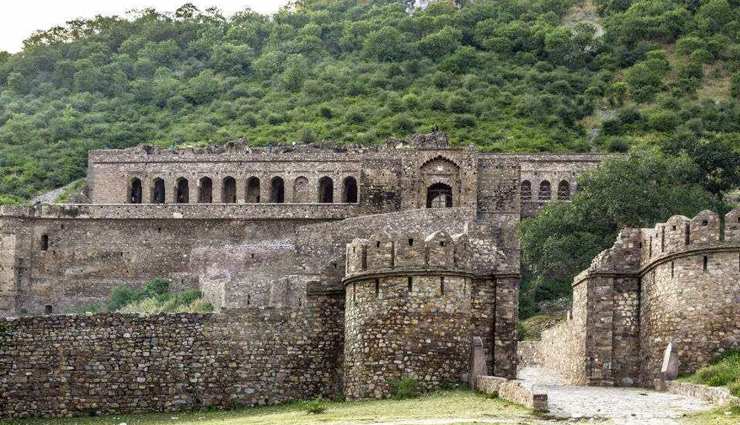 5 Haunting Facts About Bhangarh
