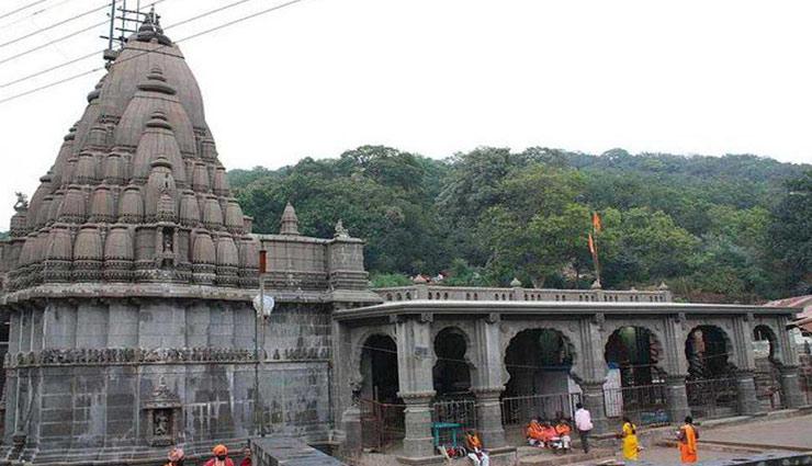 पुणे से करीब 100 किलोमीटर दूर स्थित है भगवान शिव का यह अनोखा मंदिर नाम है 'मोटेश्वर महादेव'