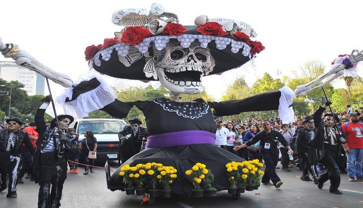 day of the dead,mexico,weird celebration ,मुर्दों का दिन, मेक्सिको, अनोखा उत्सव