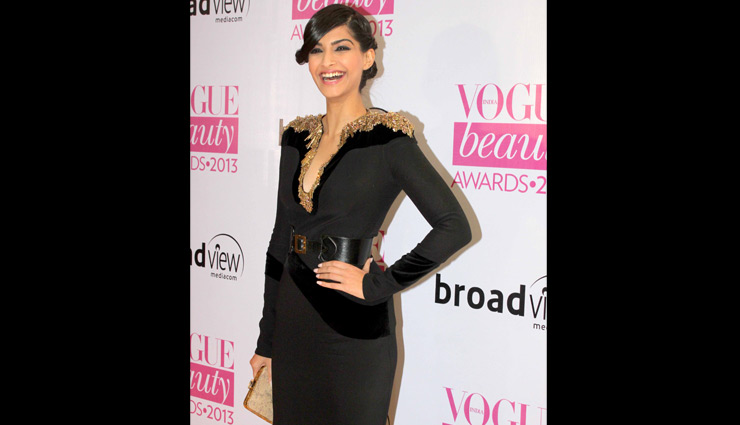 bollywood divas,bollywood divas in black dress,bollywood divas hot and classy looks,fashion,black dress fashion