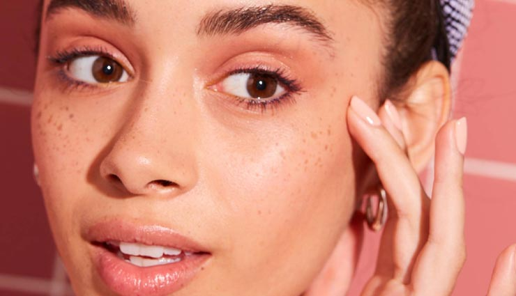 ब्लैकहेड्स घटा रहे चहरे की ख़ूबसूरती, ये 5 उपाय लौटाएँगे आपका निखार
