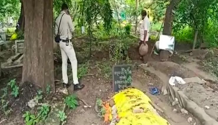 इंदौर : हत्या के शक में कब्र से निकलवाया शव, 3 दिन पहले हुई थी बुजुर्ग की मौत