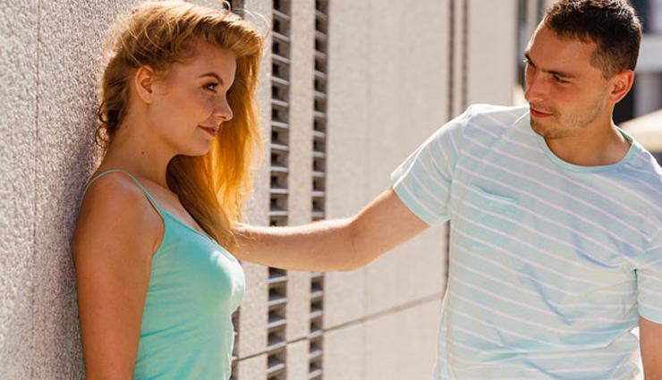 body language,9 body language signs,body signs meaning,relationship,relationship tips