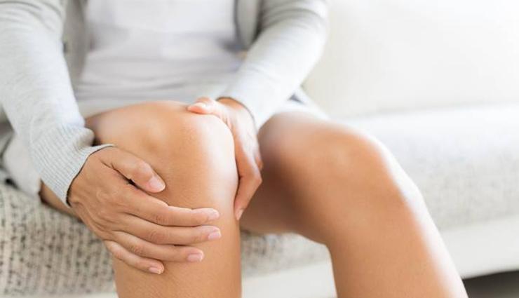 इन 7 संकेतों से जानें कहीं आपकी हड्डियां तो नहीं हो रही कमजोर, जरा सी लापरवाही पड़ सकती है भारी