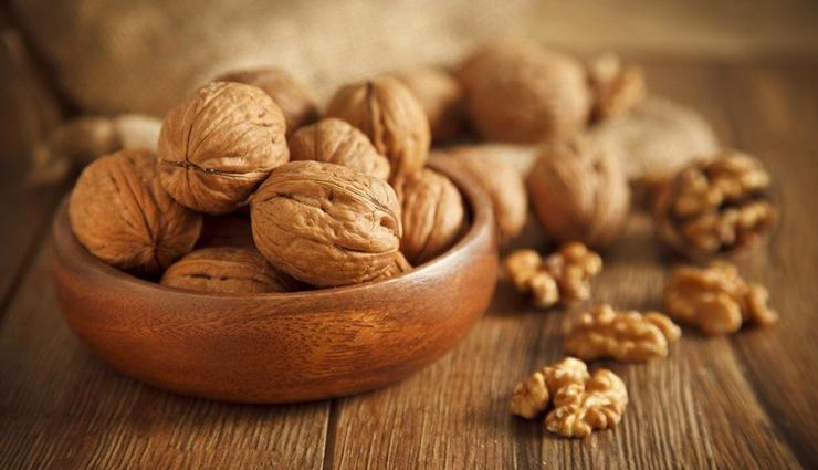 walnuts,Avocados,green tea,dark chocolate,Almonds,blueberries,food to improve brain health,brain health tips,fitness tips,summer tips