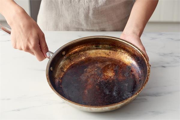 stains from utensils,home remedies,cleaning utensils,household tips ,हाउसहोल्ड टिप्स,जले हुए बर्तनों से दाग हटाने के टिप्स