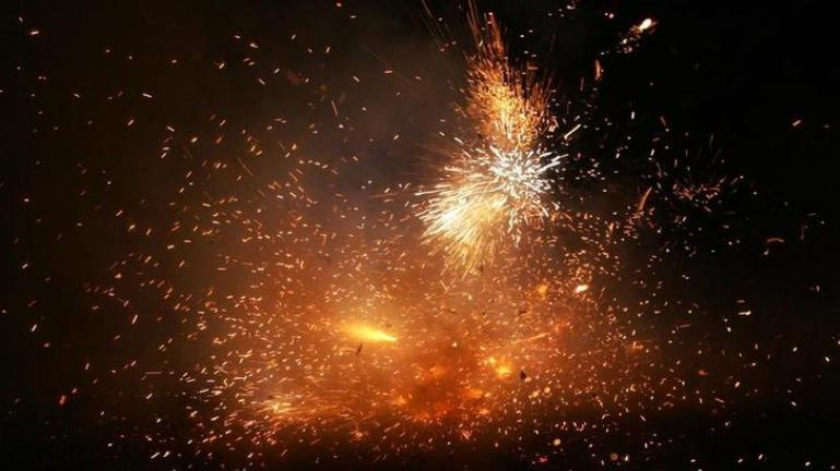 sc orders on bursting firecrackers,bursting firecrackers,delhi court,news