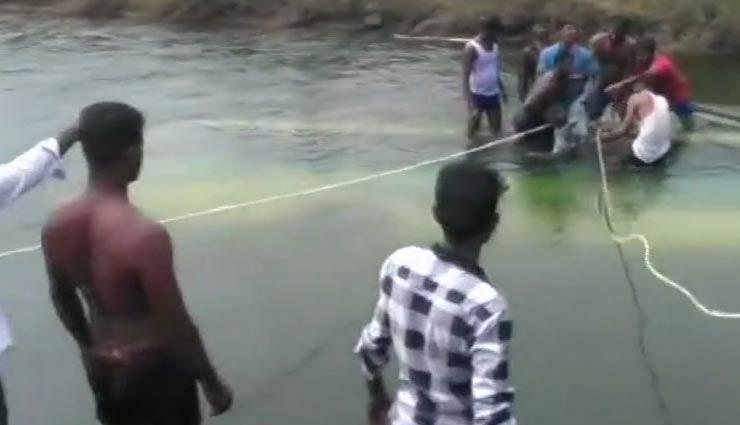 कर्नाटक : भीषण सड़क हादसा, नहर में गिरी यात्रियों से भरी बस, 5 बच्चों समेत 25 की मौत