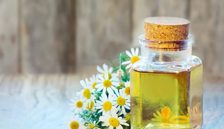 benefits of using chamomile oil,chamomile oil,chamomile oil  for skin care,skin care tips,beauty tips,beauty benefits of chamomile oil