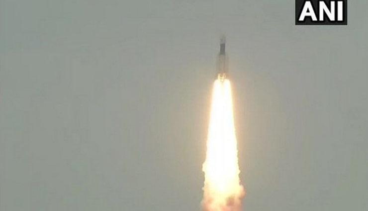 बड़ी उपलब्धि : सफलतापूर्वक चांद की कक्षा में स्थापित हुआ Chandrayaan-2