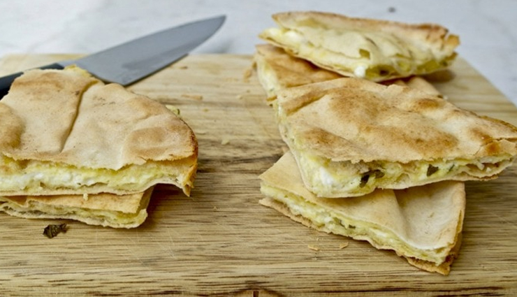 cheesy pita pockets,snacks recipe,cheese recipe,bread recipe,breakfast recipe
