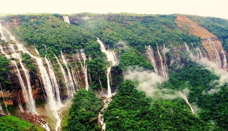बारिश की राजधानी के रूप में मशहूर चेरापूंजी, जानिए क्या है यहां आपके लिए खास