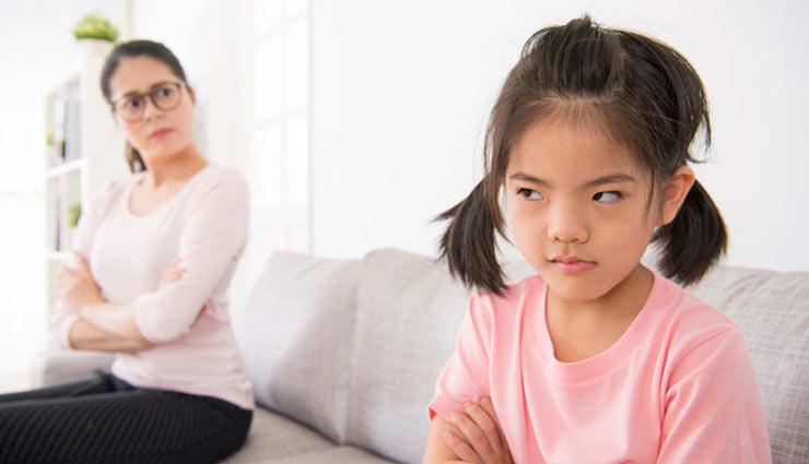 अगर आपका बच्चा कम बोलता हैं, तो उसके सही विकास के लिए रखें इन बातों का ध्यान