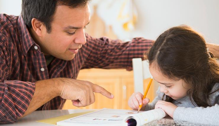 नहीं लग पाता बच्चों का पढ़ाई में मन, होमवर्क कराते समय रखें इन 3 बातों का ध्यान