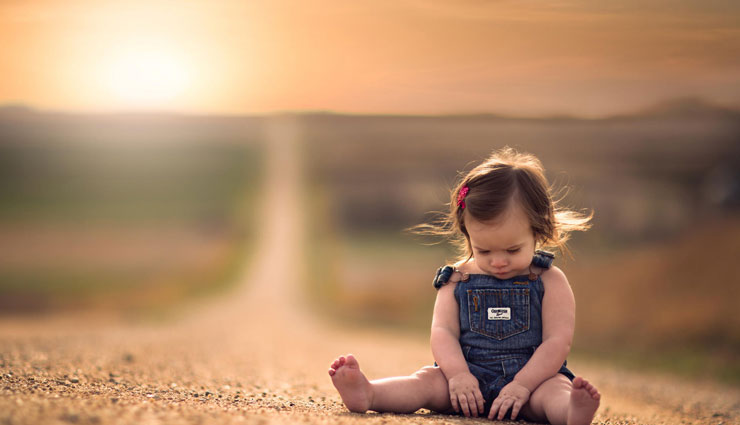 child habit of sitting alone,child care tips ,सोशल स्किल,मानसिक विकास