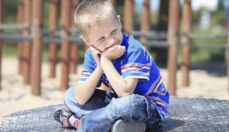 बच्चे के अकेले रहने की आदत रोक सकती है उसका विकास, इस तरह जगाए उनमें सोशल स्किल