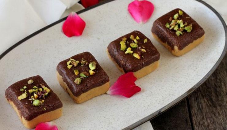 बाज़ार की बर्फी भूल जायेंगे जब घर पर बना कर खायेंगे 'चॉकलेटी बर्फी' #Recipe