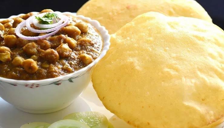 chole bhature in delhi,places to eat chole bhature in delhi,delhi,street food in delhi,sita ram diwan chand,shree gopal ji chole bhature,pundit ji,chache di hatti,bikanervala