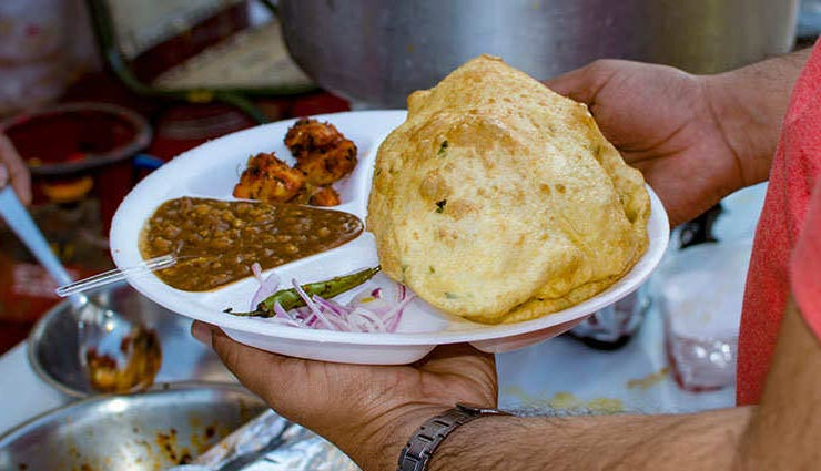 5 Places To Enjoy Most Delicious Chole Bhature in Delhi